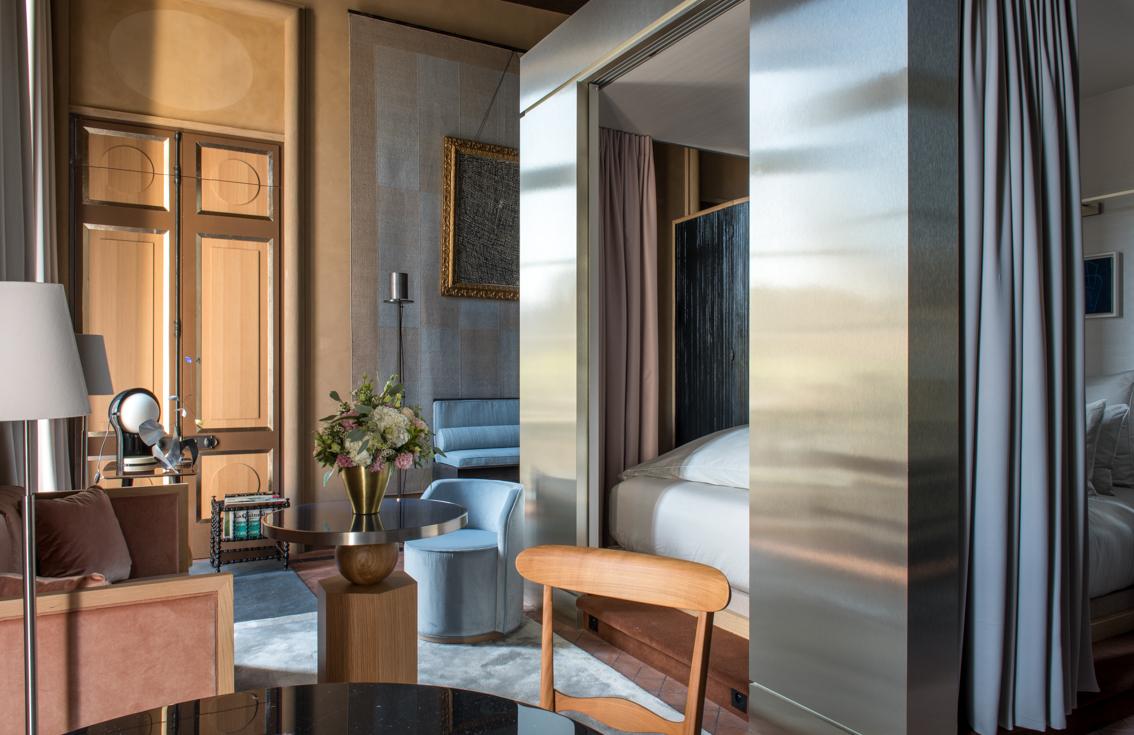 interieur chambre hotel de luxe 5 etoiles paris