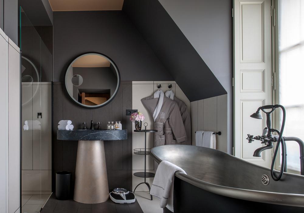 Salle de bain design hotel Place des Vosges