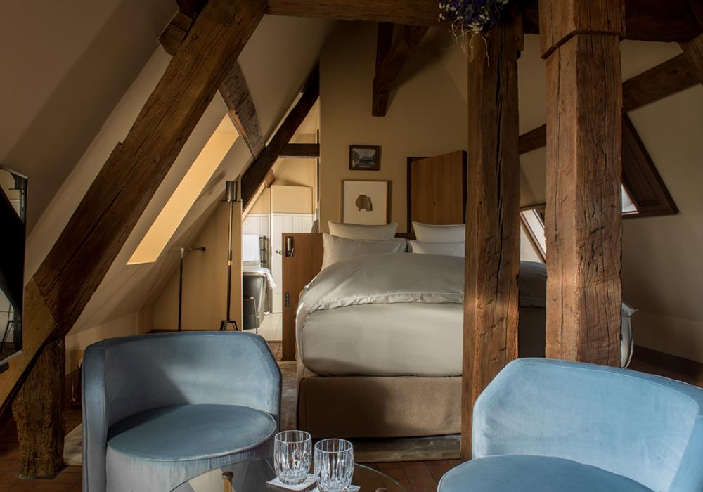 chambre style bois, sous les toits, atypique hotel de luxe