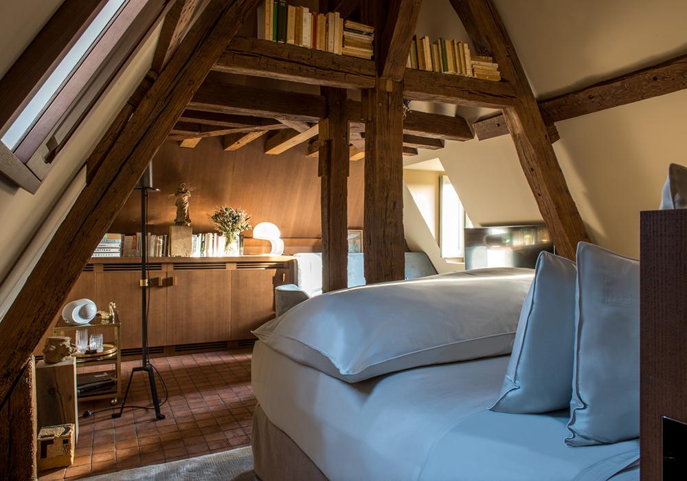 chambre superieure design et bois, poutre