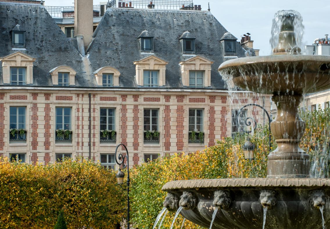 Vue extérieure Place des Vosges, hôtel de luxe 5 étoiles
